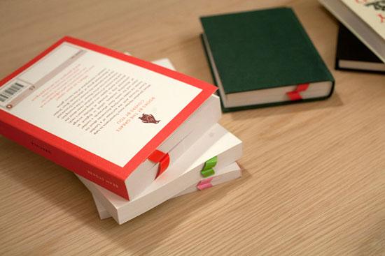 albatros posisi bookmark saat buku tertutup