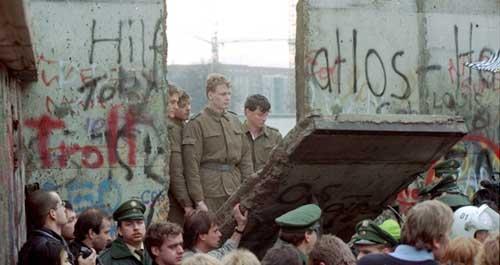 Meruntuhkan Tembok Berlin